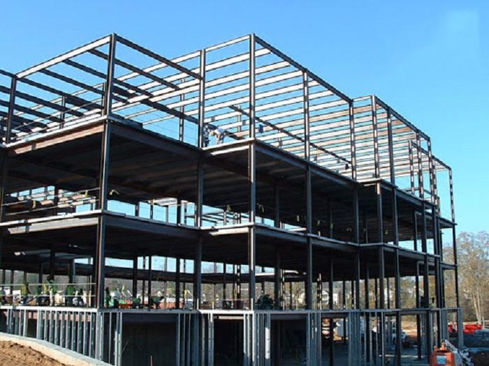 Tổng chi phí sử dụng hệ kết bê tông cốt thép lớn hơn 20-25% so với đầu tư một dự án kết cấu thép tiền chế.