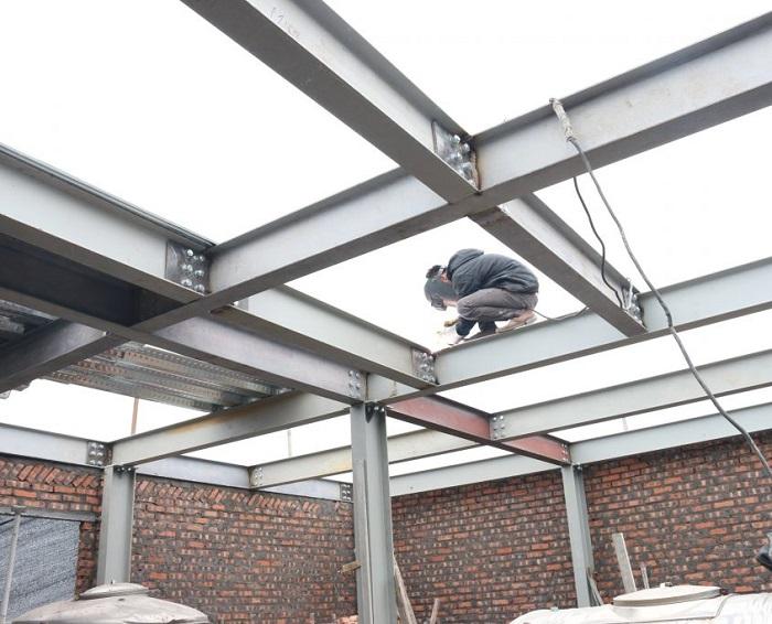 Nhà thép dân dụng giúp tính cơ động trong vận chuyển lắp dựng.