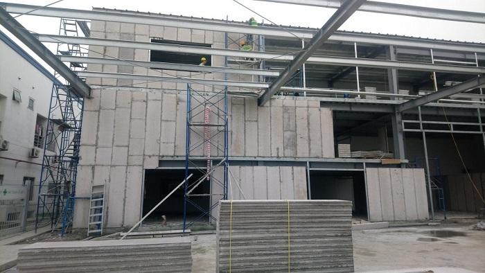 Nhà khung thép kết hợp sàn bê tông siêu nhẹ và tấm tường bê tông nhẹ