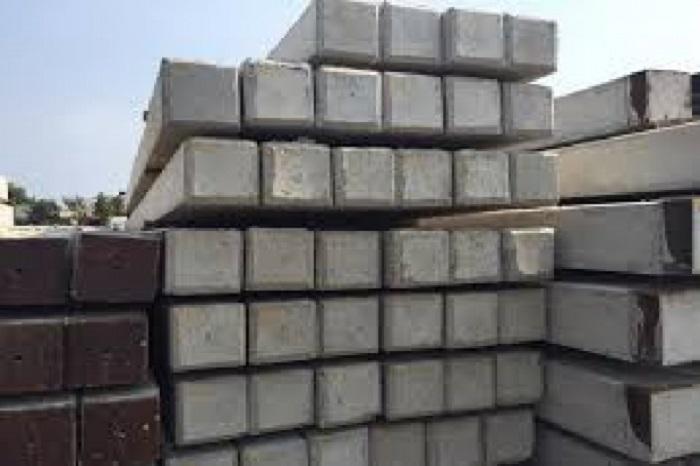 Cọc bê tông cốt thép là một cọc được làm từ bê tông đúc với lõi bên trong là một trụ bằng thép
