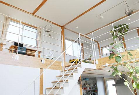 Vật liệu nhẹ giúp căn nhà thêm rộng rãi.